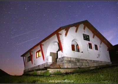 El Refugio, de noche...