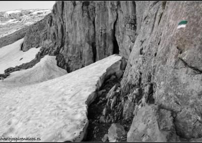 La cueva, oculta bajo la nieve.